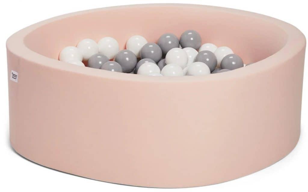 Rosa bollhav med grå och vita bollar från JLY Basic.