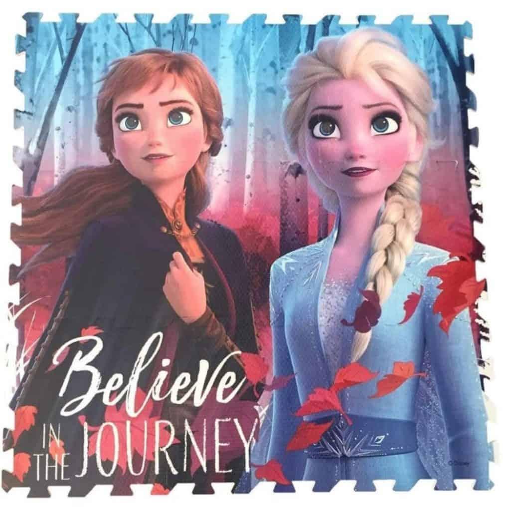 Lekmatta med Anna och Elsa från filmen frost 2
