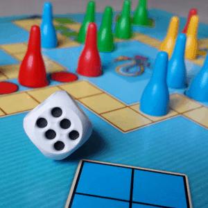 Tärning och spelpjäser på ett sällskapsspel